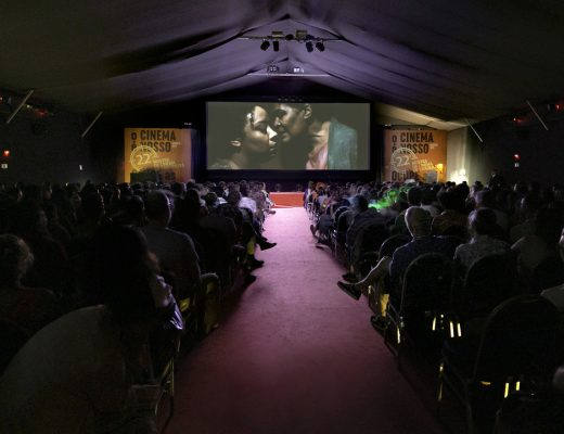 Exibição do filme Vaga Carne, de Grace Passô e Ricardo Alves Jr, na abertura da mostra. Foto Léo Lara / Universo produção